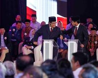 Prabowo saat berjoget di panggung debat perdana