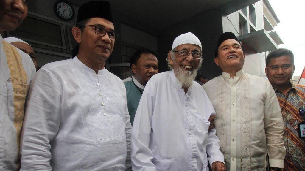 Senyum Abu Bakar Ba'asyir Jelang Bebas Pekan Depan