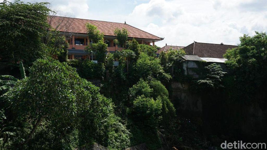 SDN di Denpasar Rawan Longsor karena di Ujung Tebing, Guru Waswas