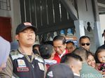 Lihat Jokowi di Stasiun Rancaekek, Warga Langsung Rebutan Selfie