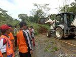 Longsor di Jalur Magelang-Purworejo Mulai Dibersihkan Pakai Alat Berat
