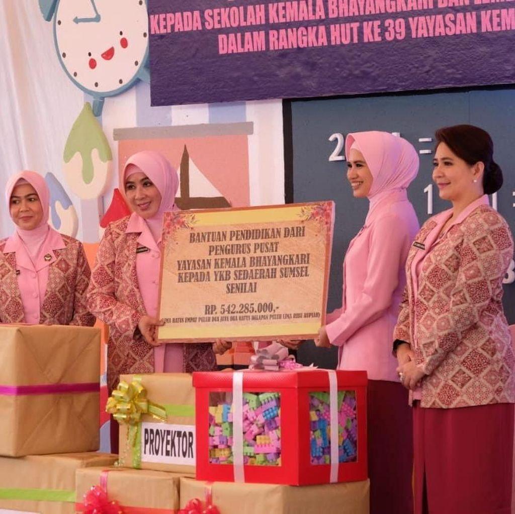 Istri Kapolri Beri Dana Bantuan untuk Kembangkan PAUD di Sumsel
