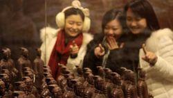 Suvenir Cokelat Prajurit Jadi Tren Foto Populer di Media Sosial China