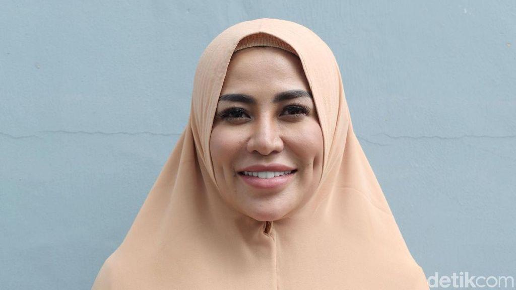 Cinta Penelope Bicara Fenomena Artis Lepas Hijab dan Prostitusi