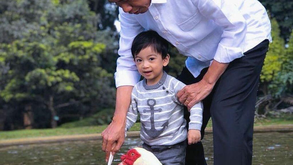 Polosnya Jan Ethes, Ngaku Lebih Akrab dengan Mbah Jokowi Ketimbang Gibran