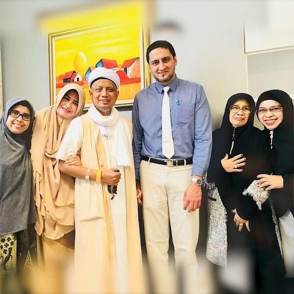 10 Hari Ramadhan Ustaz Arifin Ilham Didampingi Istri dan Keluarga