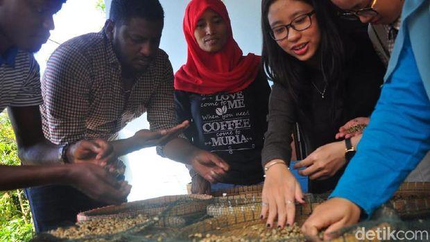 Mahasiswa asing pelajari kopi khas Muria.