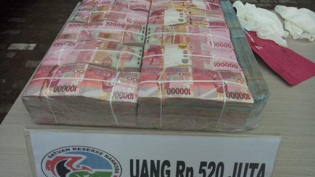 Uang Segambreng Bandar 1,2 Kg Sabu Disita Polisi