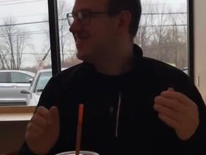 Keren! Barista Ini Menari di Restoran untuk Hibur Penyandang Autis