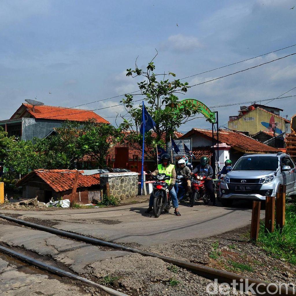 Hati-hati! Ada Jalur Perlintasan KA Tak Berpalang di Bandung