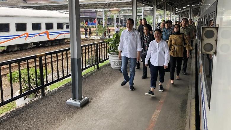 Kemeja Putih-Jins Biru, Gaya Kompak Jokowi dan Iriana Kunjungi Garut