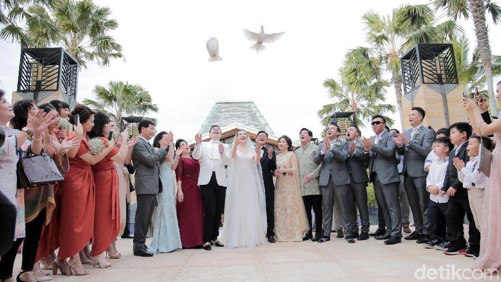 Haru, Menteri Ceria Hadir Full Team Demi Pernikahan Edric Tjandra