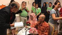 Video Viral Pernikahan Wanita 76 Tahun yang Sakit Kanker Bikin Terharu