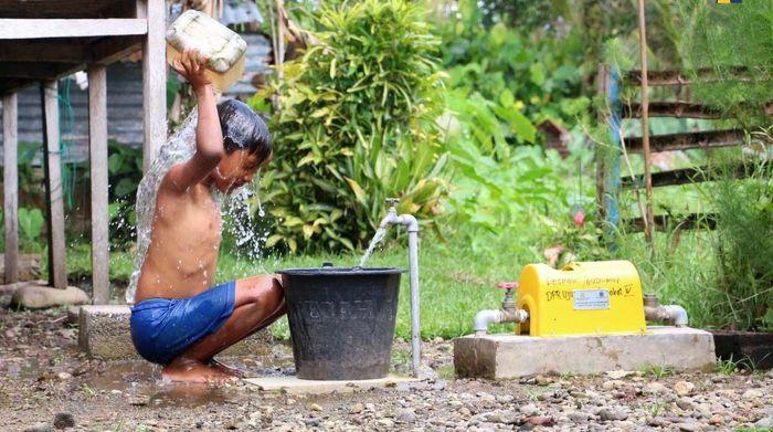 Melalui Program Hibah Air Minum, Pemerintah berupaya mengatasi permasalahan yang dihadapi MBR mendapatkan akses air bersih perpipaan PDAM akibat biaya pemasangan sambungan baru yang tidak terjangkau. Dari sisi PDAM, program ini mengurangi kapasitas berlebih (idle capacity) yang tidak termanfaatkan PDAM. Pool/Kementerian PUPR.