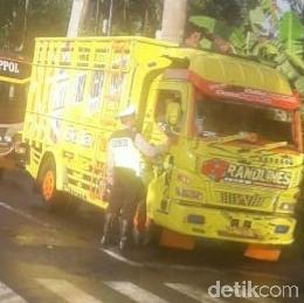 Jalan Magelang-Purworejo Tertutup Longsor, Arus Lalin Dialihkan