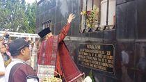 Ke Samosir, Adik Prabowo Ziarah ke Makam Pahlawan Sisingamangaraja