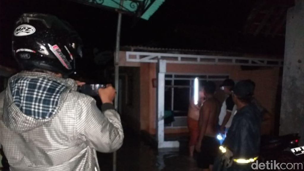 4 Warga Probolinggo Tewas Diduga Tersengat Lsitrik Saat Hujan