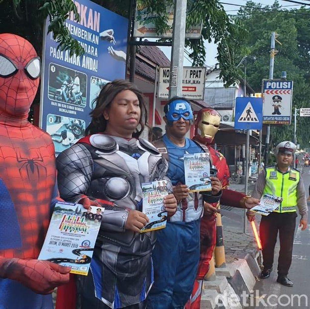 Ada Tokoh Avengers Turun ke Jalanan Kota Gresik, Ada Apa?