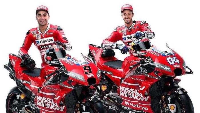 Danilo Petrucci dan Andrea Dovizioso dalam presentasi motor anyar Ducati. (Foto: dok. Ducati Corse)
