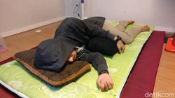 Ada posisi yang sebaiknya dihindari kalau kamu punya kondisi tertentu. Berikut contohnya seperti dijelaskan Dr Robert Oexman dari Sleep to Live Institute.