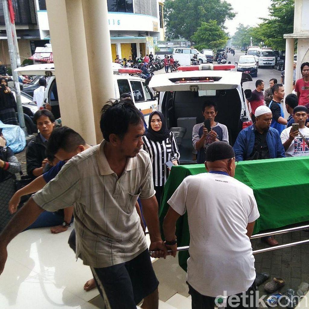 4 Orang Sekeluarga Tewas Dihantam Truk di Tanjakan Gentong
