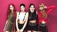 Detik-detik Jennie Tak Sengaja Tendang Jisoo di Konser BLACKPINK Jakarta
