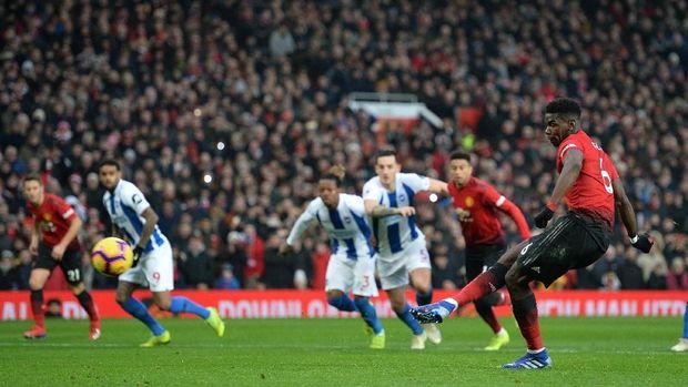 Paul Pogba sukses mencetak gol melalui eksekusi penalti. (