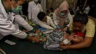 Foto: Puluhan Pengungsi di Palu Keracunan Makanan Bantuan
