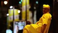 Pria Ini Pakai Baju Serba Kuning Selama 35 Tahun, Alasannya Bikin Haru