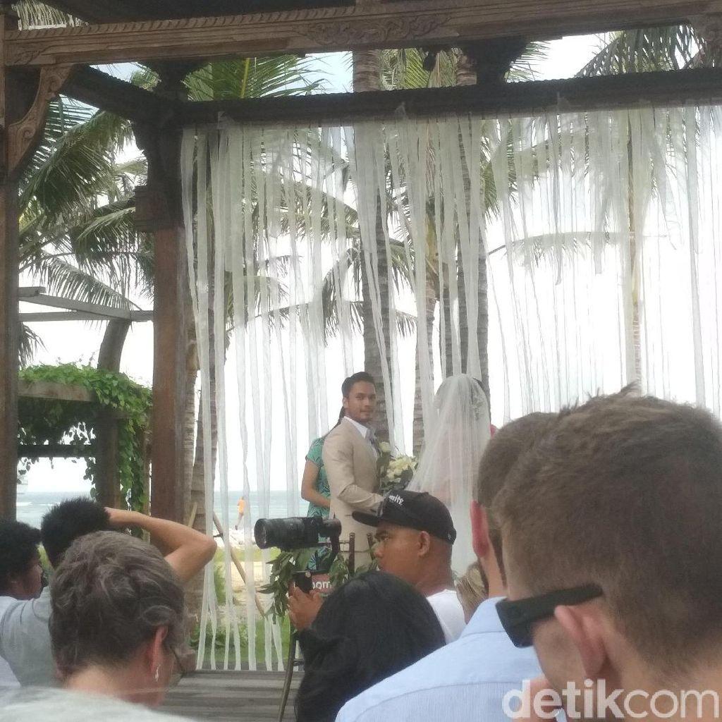 Berjalan ke Altar Pernikahan, Randy Pangalila Asyik Berjoget
