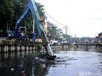 Lumpur Kali Tanjung Selor Dikeruk untuk Antisipasi Banjir