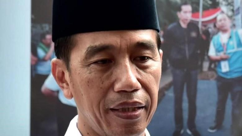 Jokowi Sempatkan Melayat ke Rumah Duka Eka Tjipta Widjaja