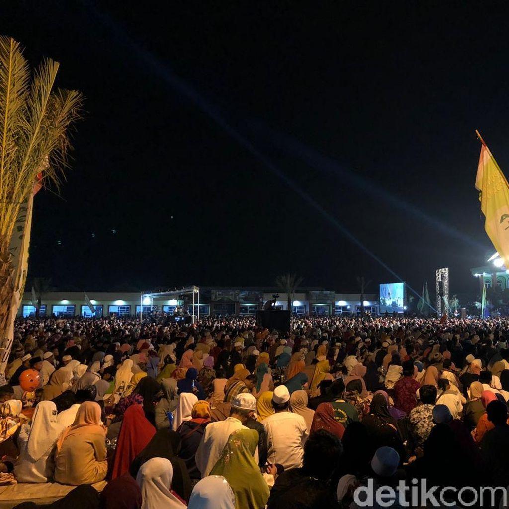 Hadiri Peringatan Maulid Nabi, Jokowi Sapa Jemaah Al Baghdadi di Karawang