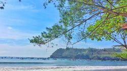 Menyambut Matahari di Pantai Sine, Tulungagung