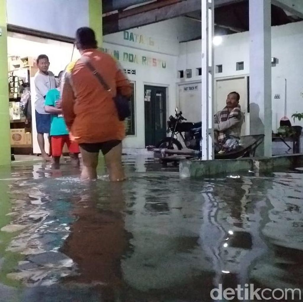Diguyur Hujan Selama 2 Jam, Satu Wilayah di Sidoarjo Banjir Semeter