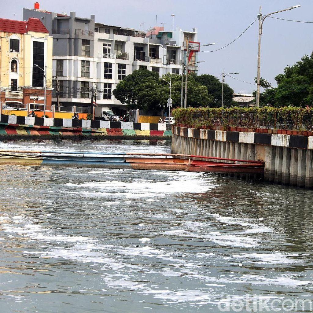 Busa Kembali Muncul di Kali Item, UPK Badan Air: Karena Pompa
