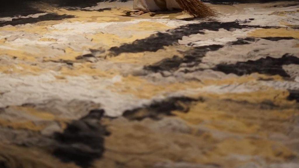 Membuat Lukisan Pasir Raksasa Lalu Menghancurkannya ala Lee Mingwei