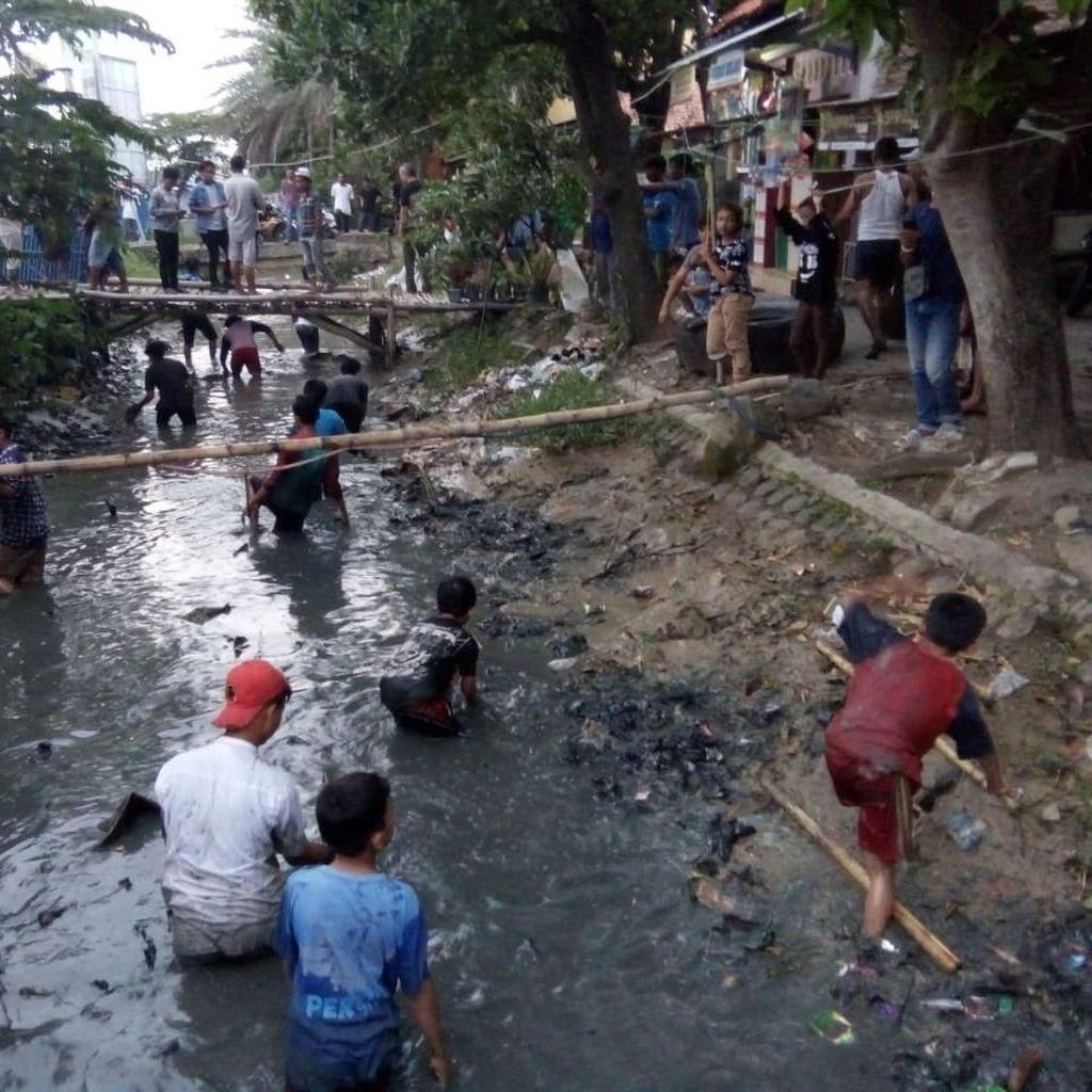 Aksi Saifah Buang Rp 4 Juta ke Sungai Bikin Gempar Indramayu