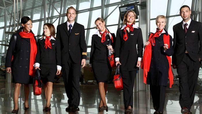 Maskapai Air France sudah terkenal dengan seragamnya yang paling stylish. Seragam ini dirancang oleh desainer terkenal Prancis, Christian Lacroix. Istimewa/says.com.