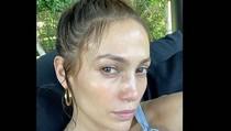 8 Foto Wajah Jennifer Lopez Tanpa Makeup, Bening Tak Seperti Wanita Usia 49