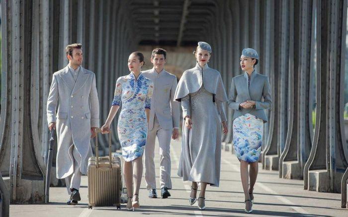 Hainan Airline merupakan maskapai asal Tiongkok yang menampilkan busana khas tradisional tapi juga bergaya modern. Istimewa/says.com.