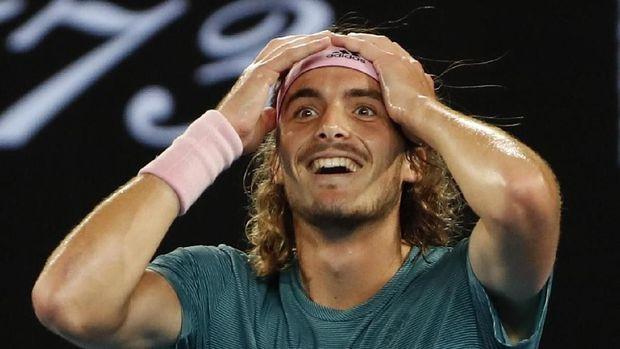 Ekspresi tak percaya Stefanos Tsitsipas usai mengalahkan Roger Federer