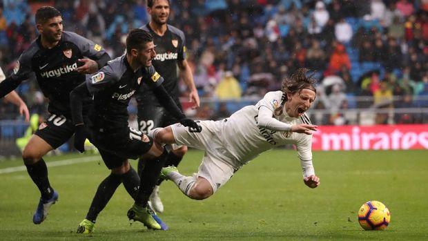 Luka Modric mencetak gol kedua Real Madrid. (