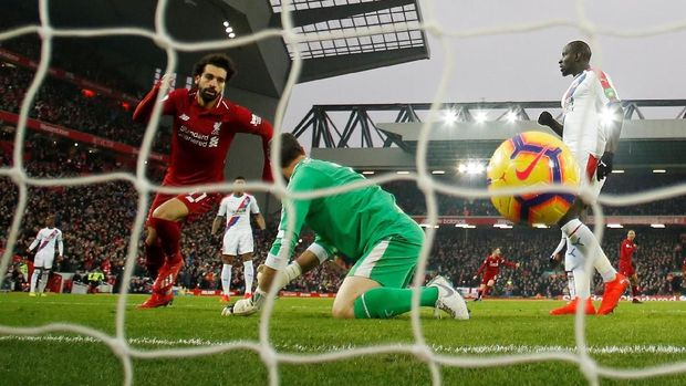 Liverpool saat ini unggul empat angka atas Manchester City.