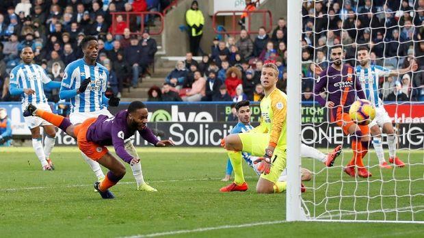 Manchester City kalahkan Huddersfield 3-0. (