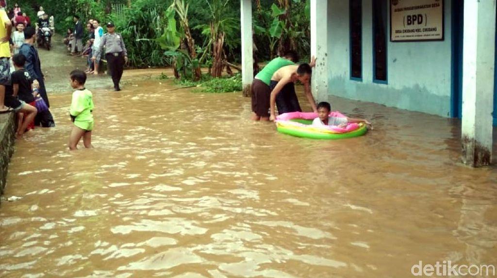 Banjir Rendam Sejumlah Rumah di Sukabumi Usai Hujan Lebat