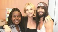 Charlize aktif di bidang sosial khususnya penyuluhan soal bahaya HIV/AIDS.Dok. Instagram/charlizeafrica