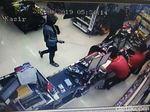 Aksi Perampok Minimarket Bersenpi di Kebumen Terekam CCTV