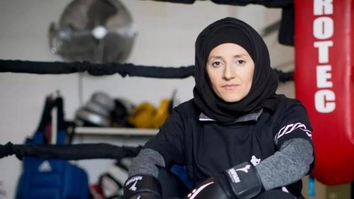 Khadijah Safari, hijabers petinju dari London. Foto: Instagram/KhadijahSafari