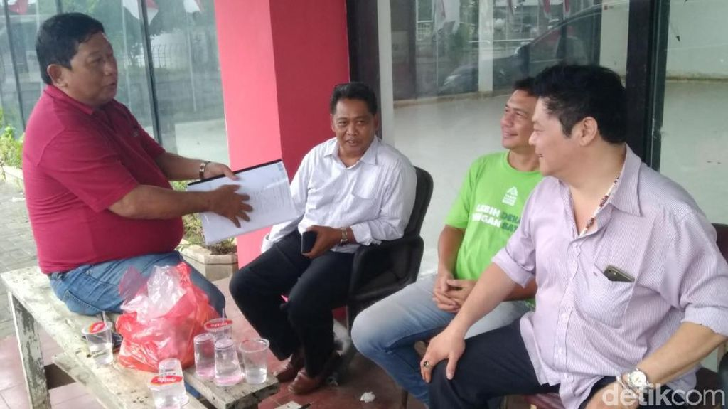 Sulit Urus Sertifikat Tanah, Warga Datangi Posko Relawan Jokowi